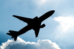Самолет принимая силуэт Стоковое фото RF