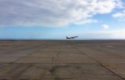 Самолет принимая, старт самолета/взлет Стоковая Фотография