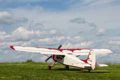 Самолет пропеллера Yak-12A на аэродроме Стоковое Фото