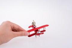 Самолет удерживания руки с диаграммой на ей Стоковые Фото