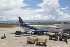 Самолет Boliviana de Aviacion на международном аэропорте альта El Стоковое Изображение RF