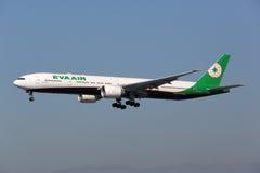 Самолет Eva Air Боинга 777-300ER Стоковые Фотографии RF
