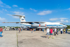 Самолет IL-76MD на дне открытых дверей на авиапорте Migalovo Стоковое Фото