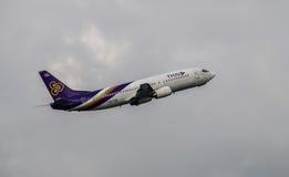 Самолет Thai Airways принимает  Стоковое Изображение RF