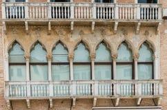 Самые лучшие окна в красивом городе Венеции стоковое фото