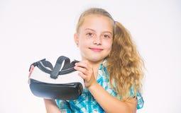 Самые новые игры виртуальной реальности детей Немногое концепция gamer Виртуальная реальность потеха для всех возрастов Девушка р стоковые изображения