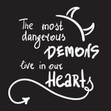 Самые опасные демоны живут в наших сердцах - простых воодушевите и мотивационная цитата Печать для вдохновляющего плаката, футбол бесплатная иллюстрация