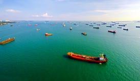 Самый занятый порт мира - корабли на анкере в Сингапуре Стоковые Изображения