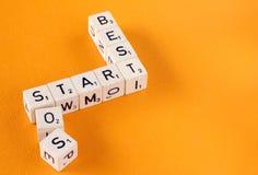 самый лучший старт произношения по буквам sos письма кубиков Стоковые Изображения