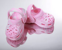 сандалии пинка младенца Стоковая Фотография RF