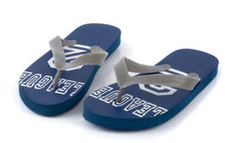 сандалии пляжа голубые изолированные Стоковое фото RF