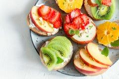 Сандвичи плодоовощ с сыром рикотты Стоковое Фото