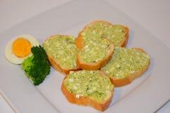 Сандвичи при макаронные изделия сделанные из яичек и брокколи Стоковое Изображение