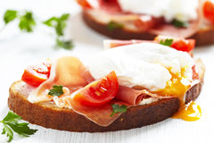 Сандвич с poached яичком Стоковая Фотография RF