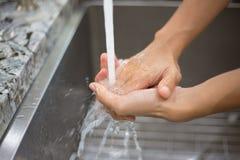 Санитарная чистка руки Стоковые Фото