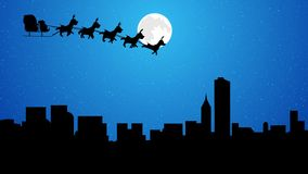 Сани Санты летания с северным оленем над городом на полнолунии ночи акции видеоматериалы