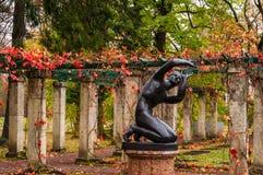 Санкт-Петербург Осень 2016 Пергола в парке города осени Oranienbaum Стоковая Фотография