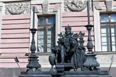 Санкт-Петербург, Россия, апрель 2019 Памятник русскому императору Пол первое во дворе  замка Mikhailovsky стоковое изображение rf