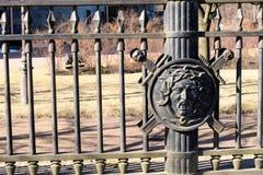 Санкт-Петербург, Россия, апрель 2019 Экран с головой римского воина на ст стоковые фото