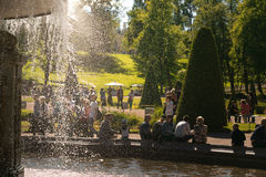 Санкт-Петербург, Россия - 28-ое июня 2017: каскад фонтанов в Peterhof в Санкт-Петербурге Петербурге Стоковая Фотография RF
