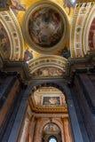 САНКТ-ПЕТЕРБУРГ, РОССИЯ - 2-ое января 2019: Красивый интерьер собора St Исаак Роскошные потолок и купол внутри стоковые изображения rf