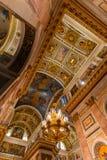 САНКТ-ПЕТЕРБУРГ, РОССИЯ - 2-ое января 2019: Красивый интерьер собора St Исаак Роскошные потолок и купол внутри стоковые изображения