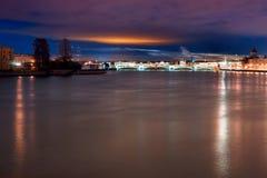Санкт-Петербург, Россия осветил взгляд ночи Стоковая Фотография RF