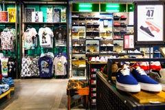 Санкт-Петербург Россия 06 10 торговый комплекс 2018 магазинов одежды Собрание лета Стоковое фото RF