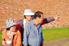 Санкт-Петербург Россия 09 13 2018 туристов 2 взрослых люд и бабушка стоковая фотография
