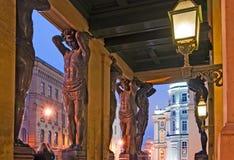 Санкт-Петербург Россия Atlantes новой обители стоковые изображения
