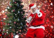 Санта играя электрическую гитару Стоковая Фотография RF