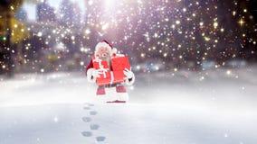 Санта Клаус бродяжничая через высокий снег совмещенный с падая снегом иллюстрация вектора
