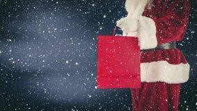 Санта Клаус держа хозяйственную сумку совмещенный с падая снегом видеоматериал