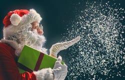 Санта Клаус дует снег Стоковые Фотографии RF