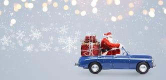 Санта Клаус на автомобиле Стоковые Изображения