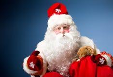 Санта Клаус на голубой предпосылке Стоковые Изображения