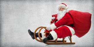Санта Клаус на его розвальнях стоковые фотографии rf