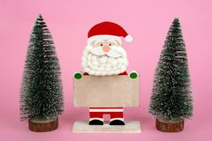 Санта Клаус на розовой предпосылке стоковые фото