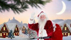Санта Клаус перед украшенными домами в пейзаже зимы совмещенном с падая снегом видеоматериал
