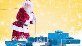 Санта Клаус с голубыми настоящими моментами совмещенными с падая снегом акции видеоматериалы