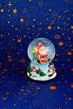 Санта Клаус в стеклянном шарике Стоковая Фотография RF