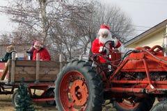 Санта Клаус в тракторе Стоковые Фотографии RF