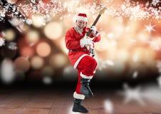 Санта Клаус играя электрическую гитару на деревянной планке Стоковые Изображения RF