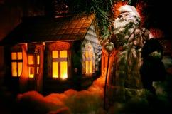 Санта Клаус и его дом Стоковая Фотография RF