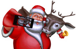 Санта Клаус и северный олень сфотографированы на smartphone Стоковые Фотографии RF