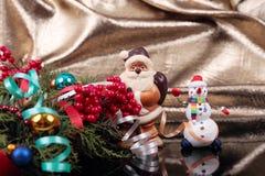 Санта Клаус и снеговик Стоковые Изображения