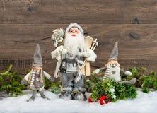 Санта Клаус и счастливые дети. Украшение рождества Стоковое Фото