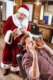 Санта Клаус как мастер на парикмахерской Стоковое Изображение RF