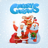 Санта Клаус, северный олень и снеговик делая selfie с Рождеством Христовым рождественскую открытку Стоковые Изображения RF