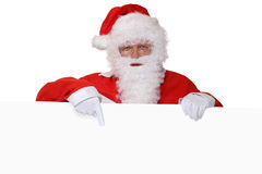 Санта Клаус с бородой указывая на рождество на пустое острословие знамени Стоковые Изображения